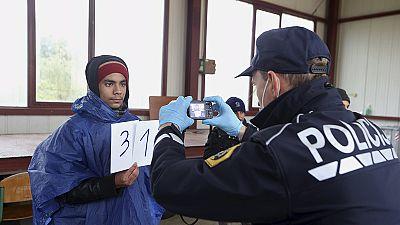 Eslovénia na rota dos migrantes, após encerramento das fronteiras húngaras