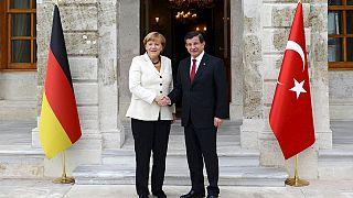 Davutoğlu ve Merkel'in basın açılaması canlı yayınla euronews'de
