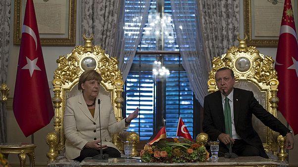 Merkel Ankara segítségét kérte a menekültválság enyhítéséhez