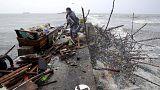 """Mehrere Tote auf den Philippinen: Tausende flüchten vor Taifun """"Koppu"""""""