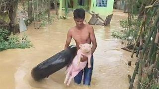 Τυφώνας αφήνει διαλυμένες τις βόρειες Φιλιππίνες
