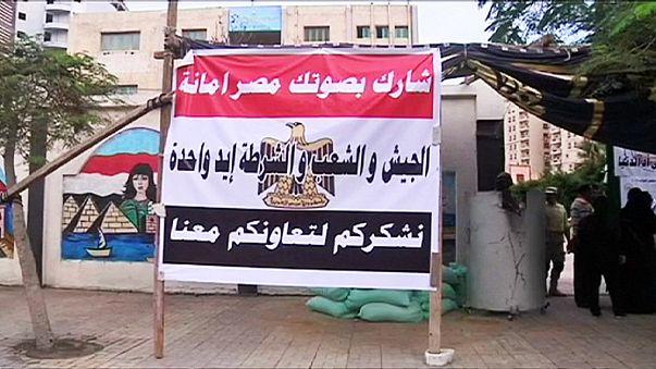 Egito: fraca afluência às urnas