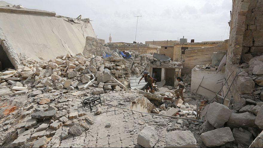 Face à l'offensive de l'armée, des milliers de Syriens fuient Alep