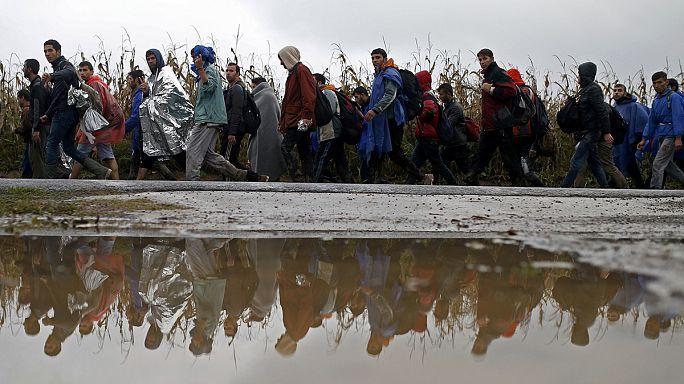 Megnyitották a horvát-szerb határt a menekültek előtt