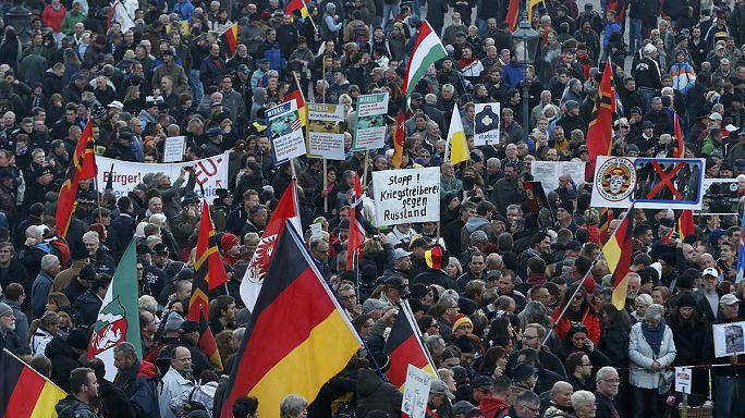 Дрезден: манифестации сторонников и противников ПЕГИДЫ