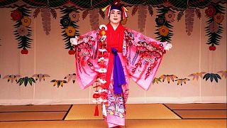 Okinawán készül a szamurájok szövete