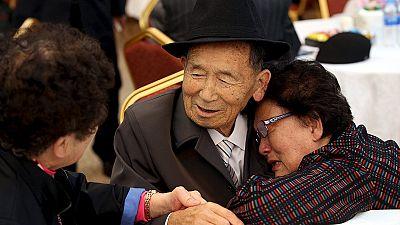 Wiedersehen nach 65 Jahren: 400 Südkoreaner treffen nordkoreanische Verwandte