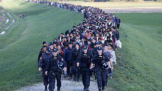 سلوفينيا تستعين بالجيش وتطلب مساعدة أوروبا في مواجهة أزمة اللاجئين