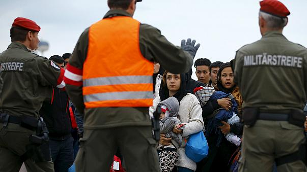 Unos  4.500 refugiados entran en avalancha en Austria