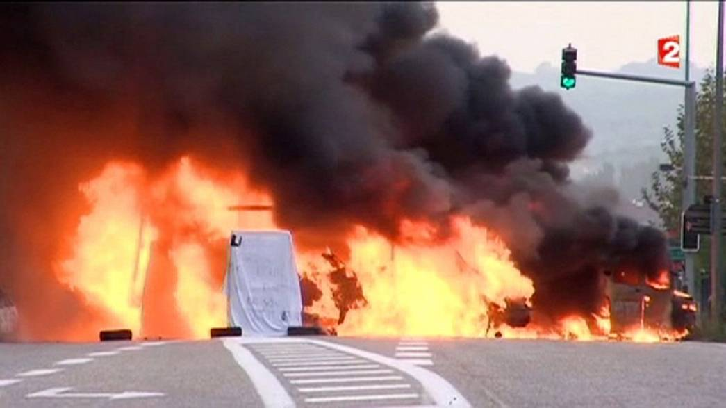 French travellers cut road and rail links near Grenoble to demand prison release for funeral