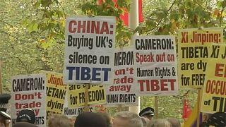 مظاهرات في لندن احتجاجا على زيارة الرئيس الصيني إلى المملكة المتحدة