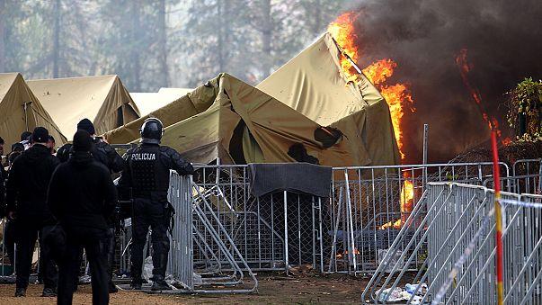 Un incedio devora un campo de refugiados en Eslovenia