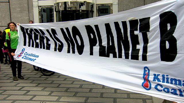 مسيرة في بروكسل تحث المسؤولين على معالجة القضايا المناخية في العالم