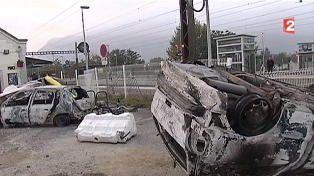 Égő autókkal reagáltak egy bírósági döntésre