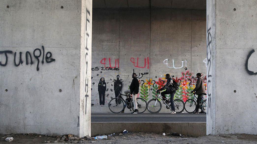 """Crisi migranti a Calais, Cazeneuve: """"Più forze dell'ordine e interventi umanitari"""""""
