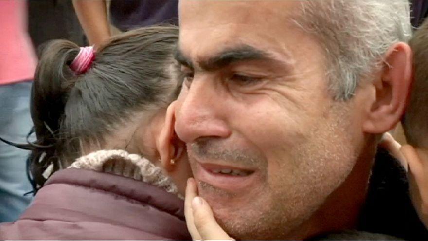 Egy szír férfi két év után újra láthatja a családját