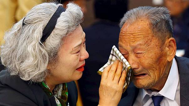 Emotiva despedida entre familias norcoreanas y surcoreanas