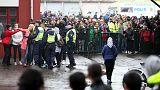 Jovem mascarado mata um professor e um aluno numa escola na Suécia