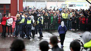 السويد: مقتل المعتدي بالسيف على مدرسة.. متأثراً بجراحه