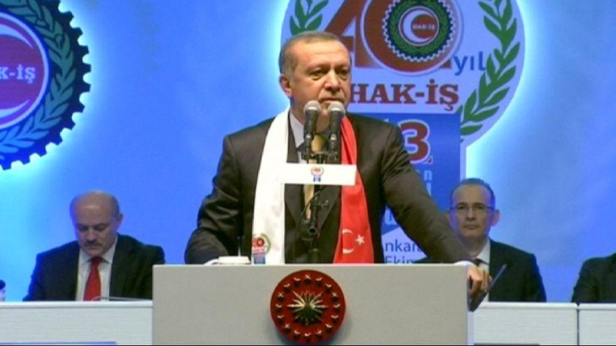 """Atentado em Ancara foi um """"ataque terrorista coletivo"""", afirma Erdogan"""