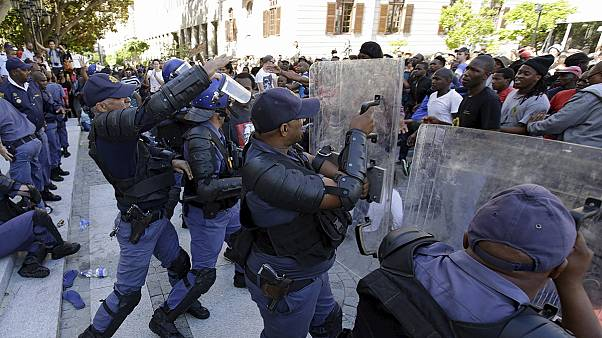 South Africa: arrests made but students say protests will go on