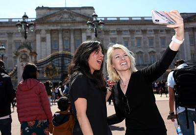 Veronica Garza, left, and her girlfriend Leslie Knott pose outside Buckingham Palace.
