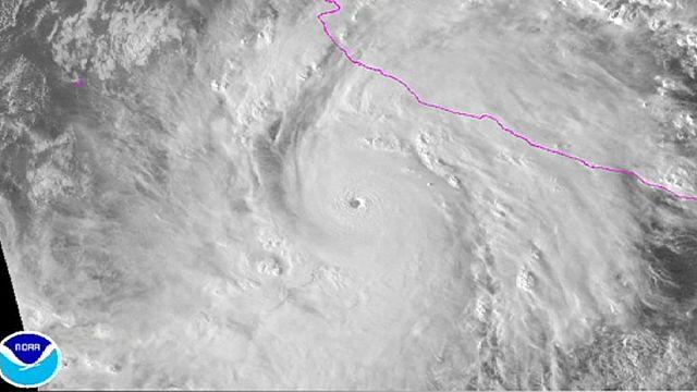 المكسيك تتأهب لوصول الإعصار باتريسيا القوي