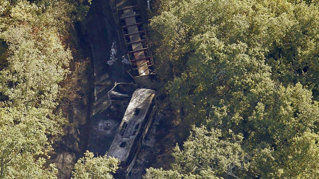 Scontro bus-tir in Francia 43 vittime, anziani in gita uccisi dalle fiamme