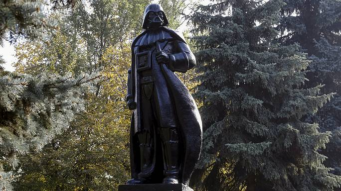 La estatua de Lenin convertida en Darth Vader