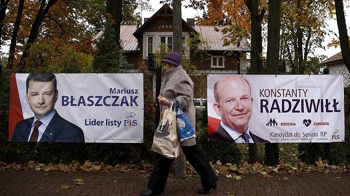 Législatives en Pologne : fin de la campagne électorale, les conservateurs donnés gagnants