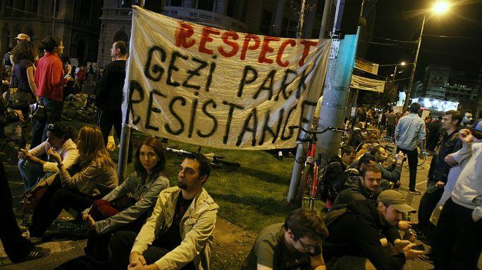 Több száz Takszim téri tüntetőt ítéltek börtönre Törökországban