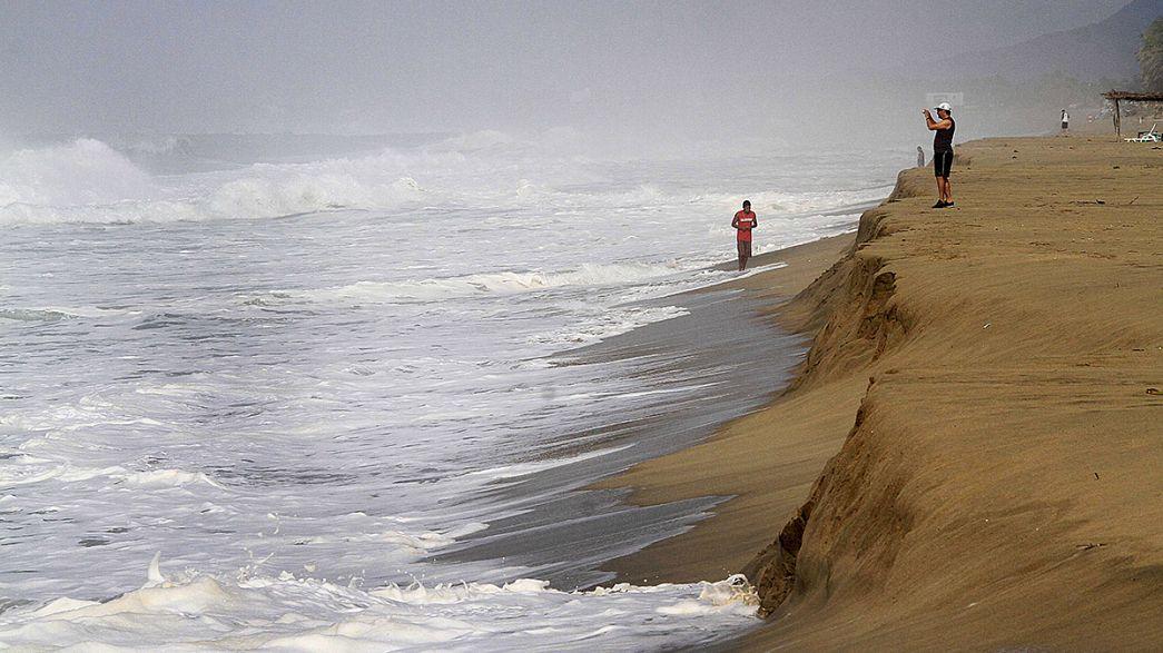 El huracán Patricia desciende a categoría 2