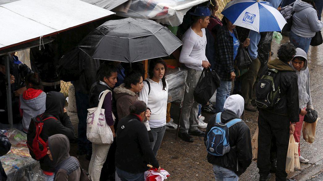 """México: O """"monstro"""" Patrícia perde força"""