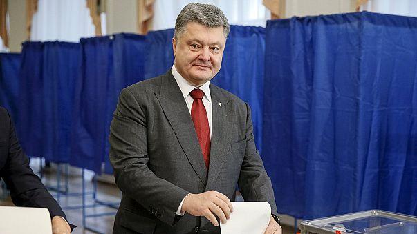 Ukrayna yerel seçim için sandık başında