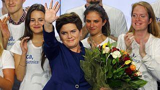 Polen rückt nach rechts: Beata Szydlo gewinnt Parlamentswahl