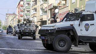 مقتل شرطيَّين تركيَّين وسبعة عناصر من داعش خلال مداهمات في دياربكر