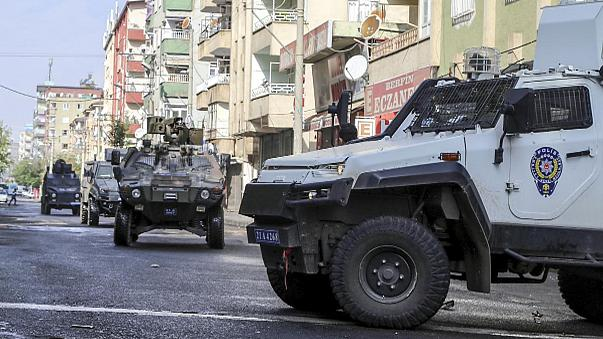Diyarbakır'da IŞİD hücre evine operasyon: 7 terörist öldürüldü