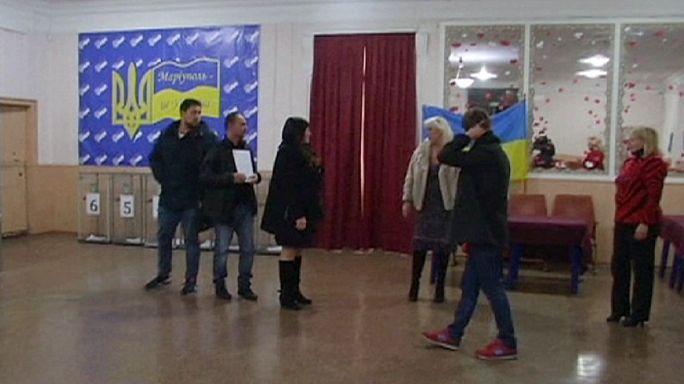 Ukraine: Mariupol vote called off amid 'irregularities'