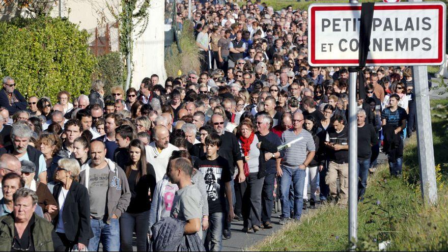 Ceremonia en Petit-Palais-et-Cornemps por las víctimas del trágico accidente de tráfico en Francia