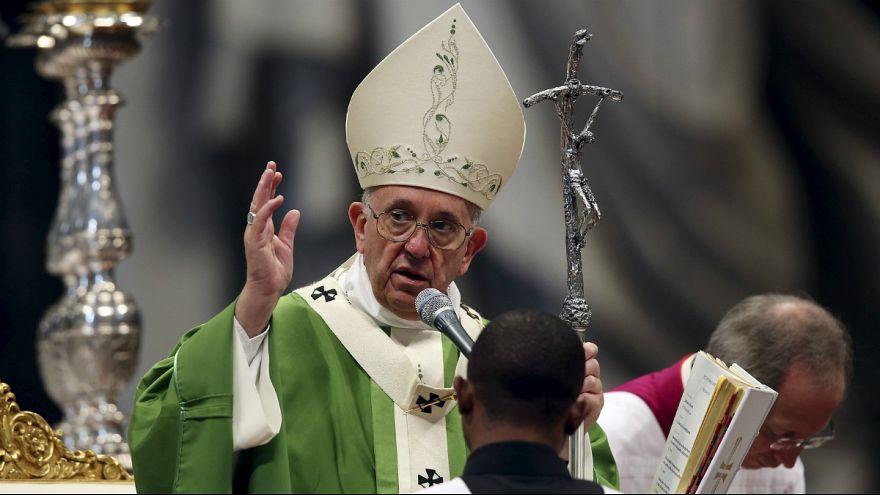 El papa finaliza el Sínodo de la Familia con una misa