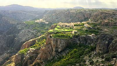 Da natureza luxuriante de Wadi Carbat até ao vasto deserto de Sharqiya