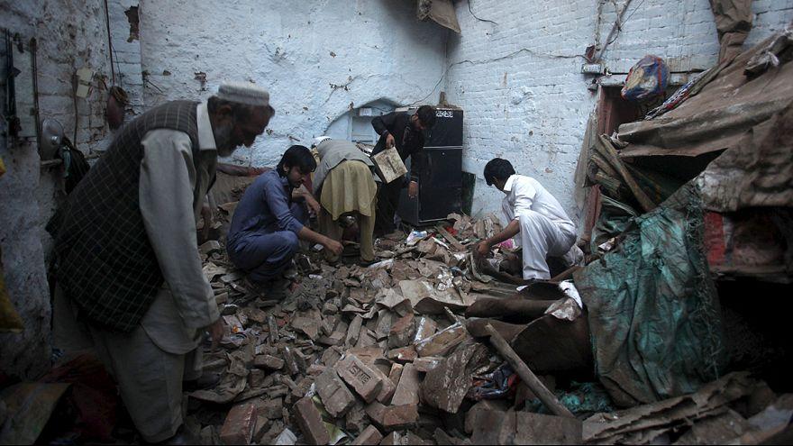 Pusztító földrengés Dél-Ázsiában