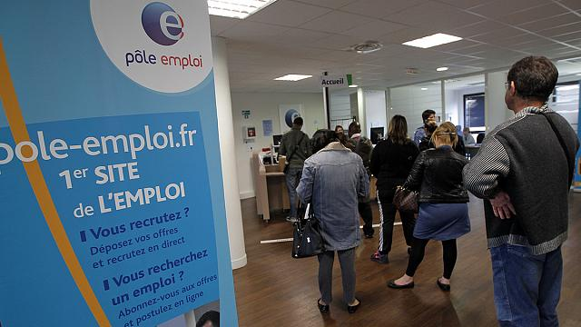 France sees rare fall in jobless total