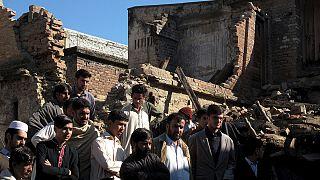 Balanço de sismo eleva-se a 300 mortos no Paquistão e Afeganistão