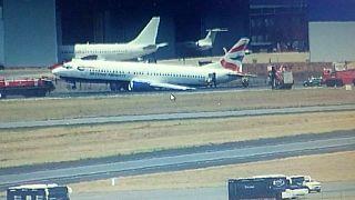 Un avión de BA parte el tren de aterrizaje con 100 personas a bordo al tomar tierra en Sudáfrica