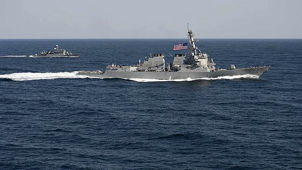 البحرية الأمريكية تتحدى بيجين باختراق مياهها الإقليمية