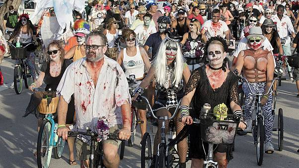 EUA: Corrida zombies em bicilceta