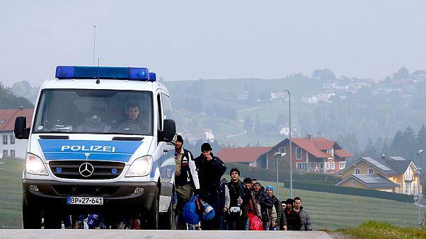 """2.000 Flüchtlinge in der Nacht an der Grenze: """"Hilferuf"""" an Merkel"""
