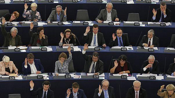 Eurodeputados aprovam proposta para troca automática de informação fiscal entre Estados-membros