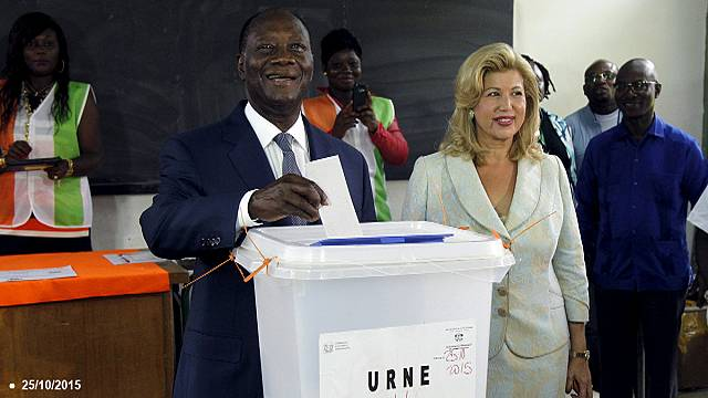 الحسن واتارا يفوز بولاية رئاسية ثانية في ساحل العاج